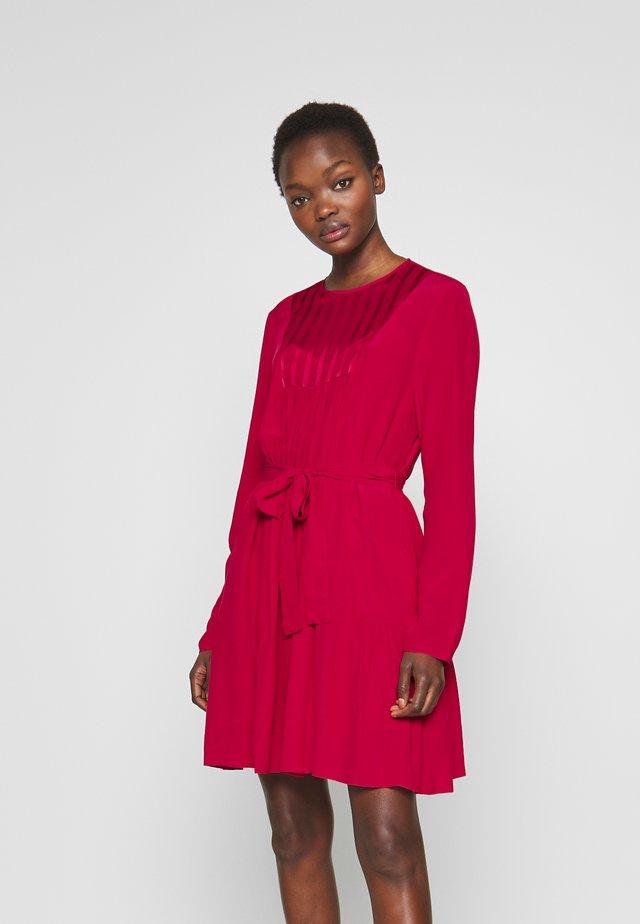 MARGARINA ABITO MAROCAINE - Korte jurk - red