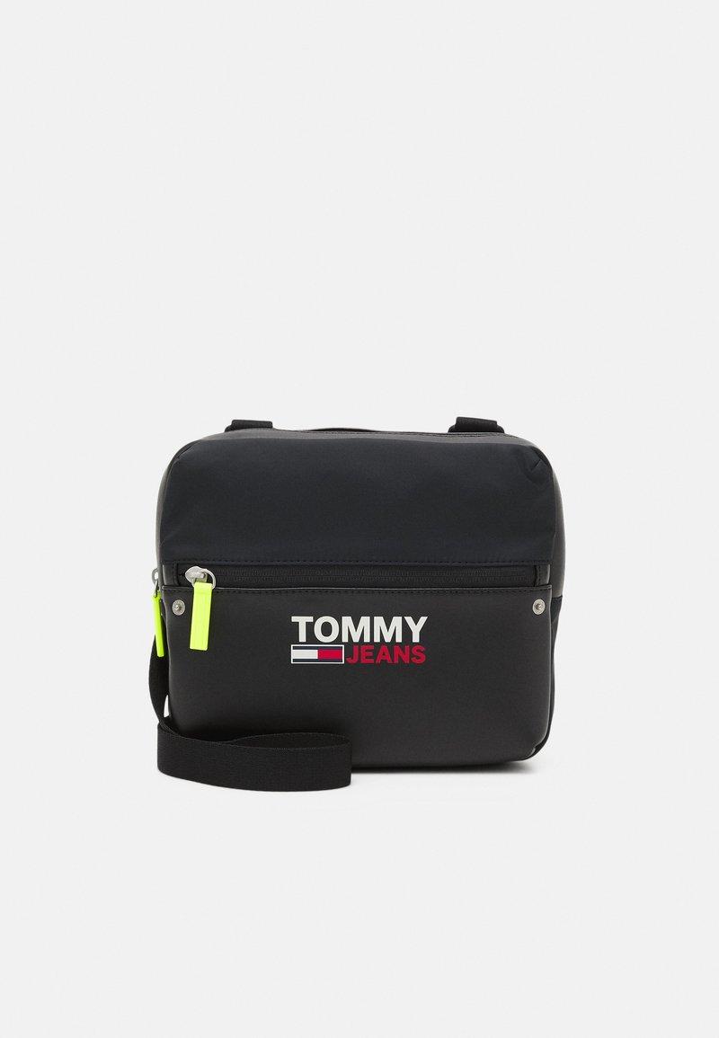 Tommy Jeans - CAMPUS TWIST CHEST BAG - Bum bag - black