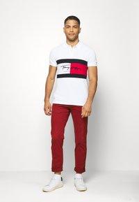 Tommy Hilfiger - AUTOGRAPH FLAG SLIM FIT - Polo shirt - white - 1