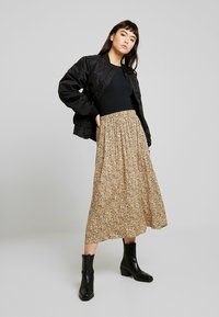 Soft Rebels - SRAVIAJA MIDI SKIRT - A-line skirt - warm sand - 1