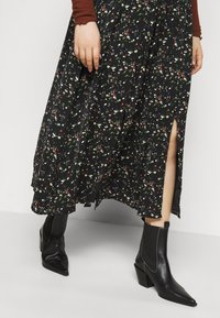 Glamorous Curve - SMUDGE SKIRT - A-line skirt - black smudge print new - 4