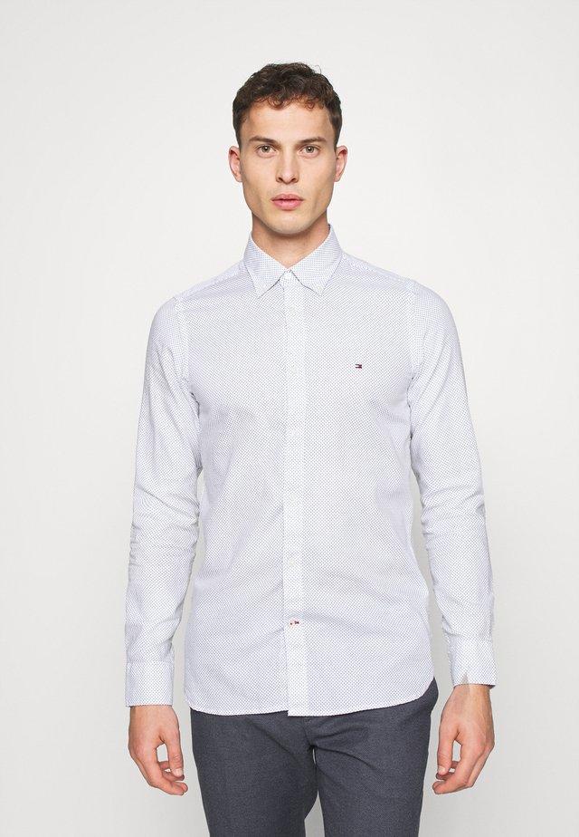 SLIM MICRO PRINT - Shirt - white
