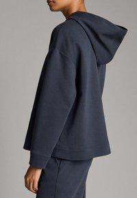 Massimo Dutti - MIT TASCHE - Hoodie - dark blue - 2