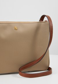 Lauren Ralph Lauren - CARTER CROSSBODY MEDIUM - Across body bag - clay - 6