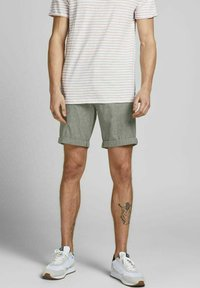 Jack & Jones - JJIDAVE - Shorts - olive night - 3