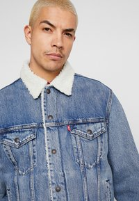 Levi's® - VIRGIL TRUCKER - Džínová bunda - blue denim - 3