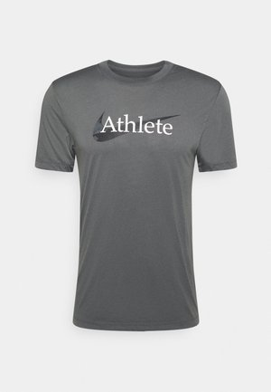DRY TEE  ATHLETE CAMO - Camiseta estampada - iron grey