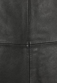 Selected Femme Tall - SLFOLLY  MIDI SKIRT - Leather skirt - black - 5