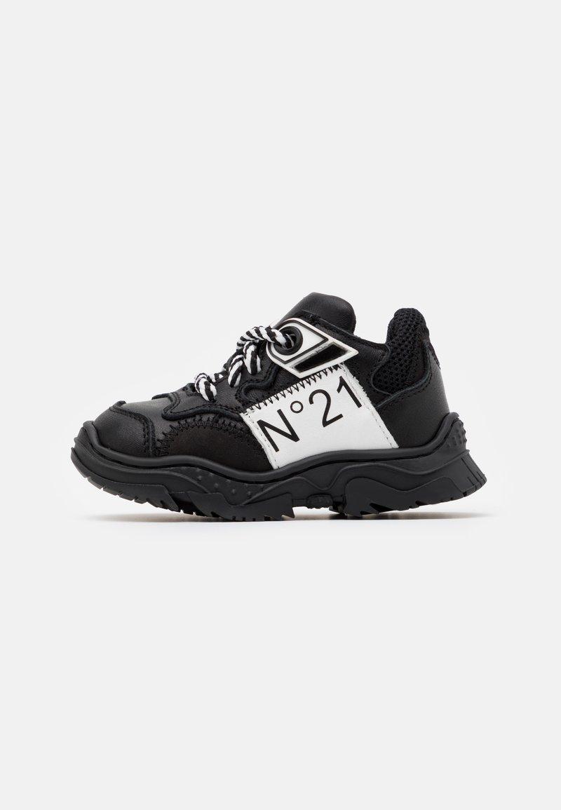 N°21 - Tenisky - black/white