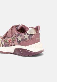 Geox - SPAZIALE GIRL - Trainers - dark pink - 4
