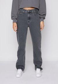 Calvin Klein Jeans - HIGH RISE STRAIGHT - Straight leg jeans - denim grey - 0