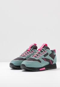 Reebok Classic - RIPPLE TRAIL - Sneakersy niskie - green slash/triple grey/solar pink - 4