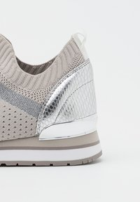 MICHAEL Michael Kors - BILLIE TRAINER - Sneakers laag - aluminum - 6