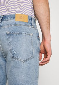 BDG Urban Outfitters - PATCHWORK DAD - Jeans Tapered Fit - blue - 4