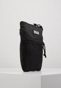 Vans - UA EASY GOING CROSSBODY - Across body bag - black - 3
