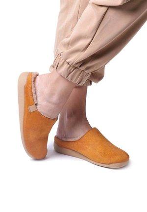 MOSUL BD - Slippers - cuiro