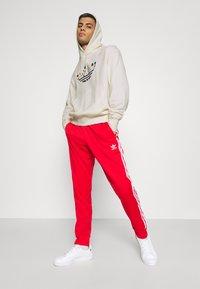 adidas Originals - FLORAL TREFOIL UNISEX - Sweatshirt - off white - 1