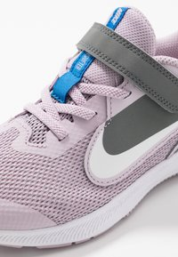 Nike Performance - DOWNSHIFTER 9  - Obuwie do biegania treningowe - iced lilac/white/smoke grey/soar