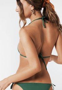 Calzedonia - INDONESIA - Bikini top - grün - 175c - palm green - 1