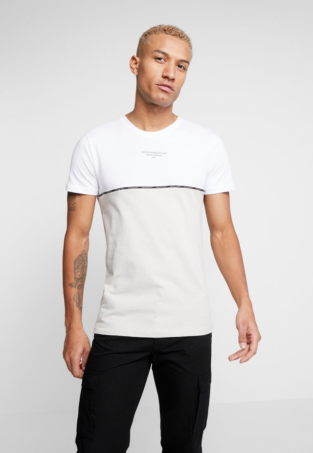 CUT AND SEW WITH TAPING - Camiseta estampada - white
