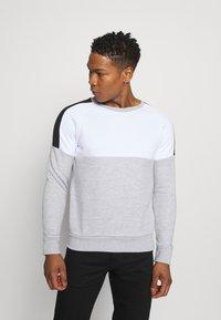 Brave Soul - ROOSEVELT - Sweatshirt - optic white/light grey marl/jet black - 0