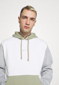 Nike Sportswear - HOODIE  - Felpa - summit white/light smoke grey - 3