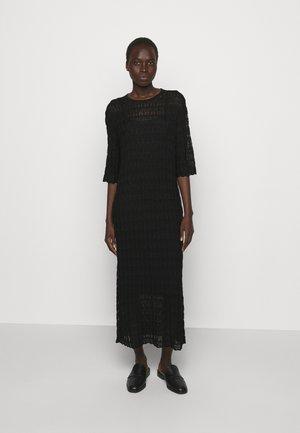 DRYPHIS 2-IN-1 - Gebreide jurk - black