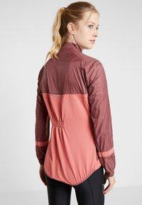 ODLO - JACKET FUJIN LIGHT - Vodotěsná bunda - roan rouge/faded rose - 2