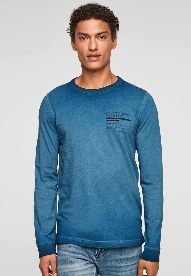 QS by s.Oliver - MIT RELIEFDRUCK - Long sleeved top - blue
