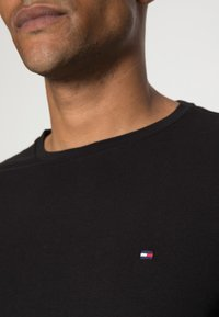 Tommy Hilfiger - STRETCH LONG SLEEVE TEE - Long sleeved top - black - 4