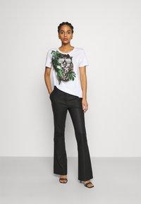 Marc Cain - Print T-shirt - khaki - 1