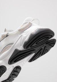 adidas Originals - OZWEEGO - Trainers - ftwwht/ftwwht/cblack - 6