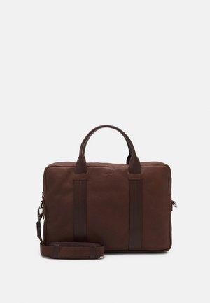 HOWARD BRIEF ROOM - Briefcase - brown