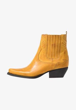 Botines camperos - yellow