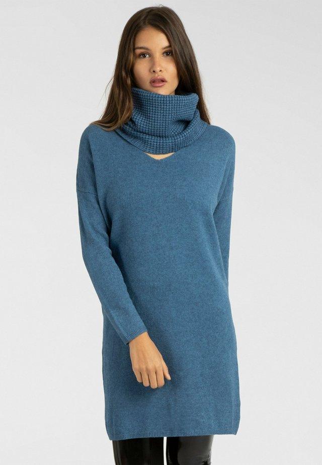 Sukienka dzianinowa - blau