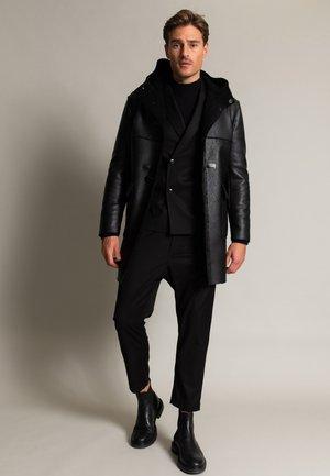 CIDUFFLE - Short coat - schwarz