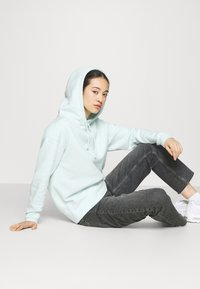 Nike Sportswear - HOODIE TREND - Sweatshirt - barely green/white - 3