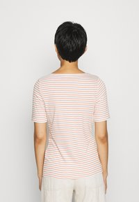 Marc O'Polo - SHORT SLEEVE ROUND NECK - T-shirts med print - sunbaked orange - 2