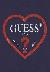Guess - JUNIOR  - T-shirt z nadrukiem - dark blue - 2