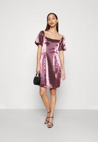 Glamorous - CORSET MINI DRESS WITH PUFF SHORT SLEEVES AND CURVED NECKLINE - Vestito elegante - pink metallic - 1
