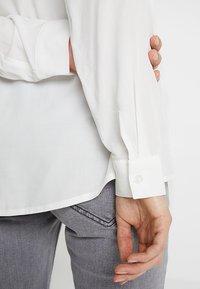 Zalando Essentials Maternity - Košile - off-white - 4