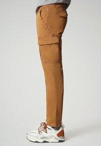 Napapijri - MOTO - Cargo trousers - chipmunk beige - 5
