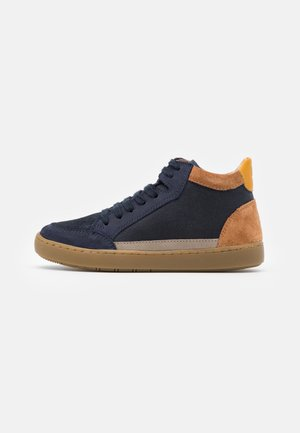 PLAY CONNECT - Baskets montantes - navy/camel/mais