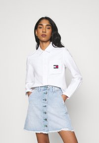 Tommy Jeans - REGULAR BADGE SHIRT - Camisa - white - 0