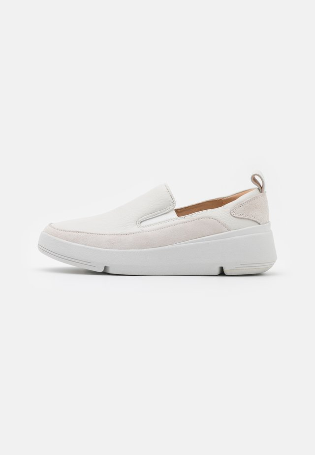 TRI FLASH STEP - Slip-ons - white