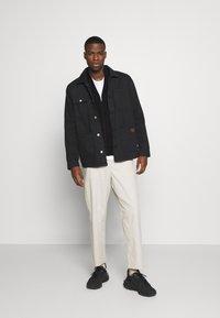 Burton Menswear London - FINE GAUGE ZIP THROUGH - Vest - black - 1