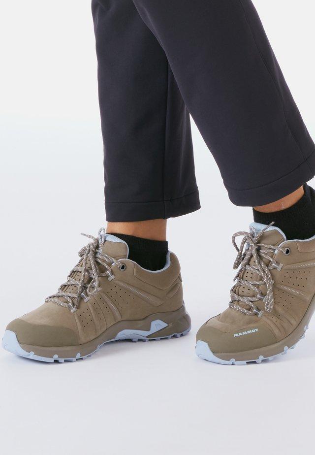 CONVEY LOW GTX - Hiking shoes - beige