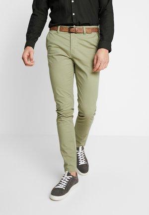 SLIM CHINO WITH BELT - Chino - greyish green