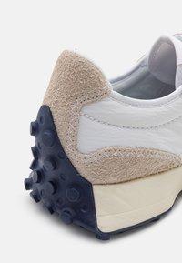 New Balance - 327 UNISEX - Sneaker low - grey - 7