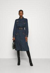 Desigual - VEST CASTIEL - Denim dress - denim medium - 1